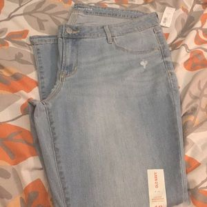 Old Navy rockstar low rise skinny jeans.